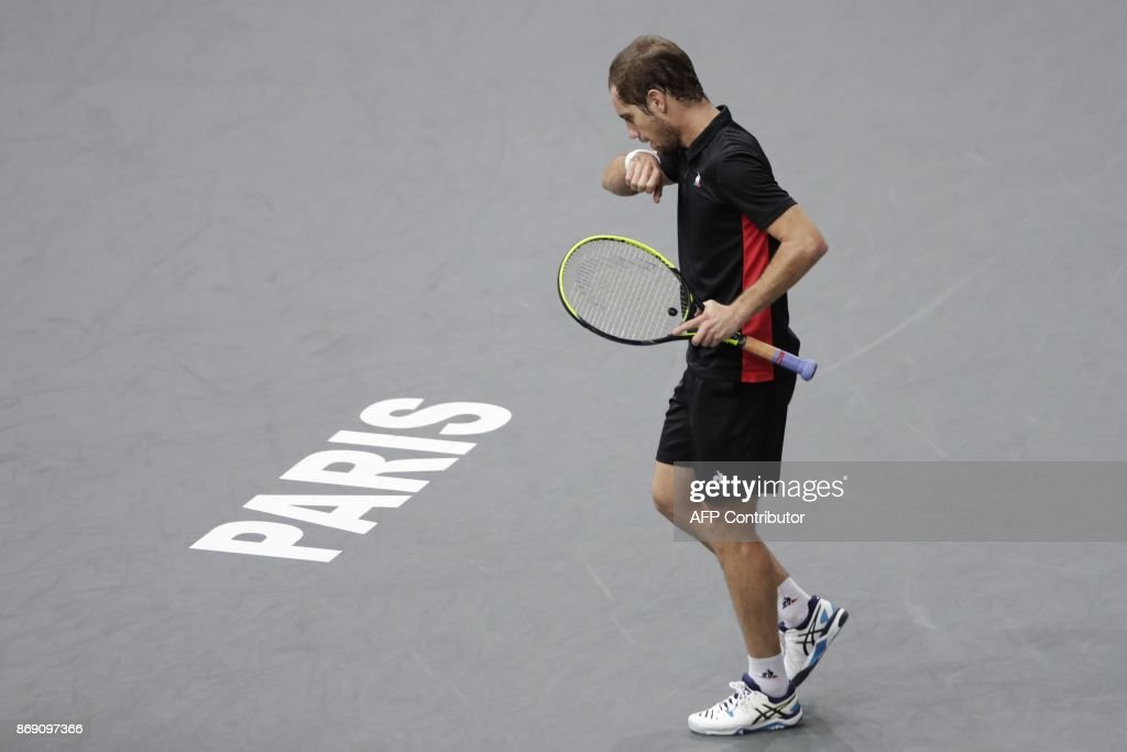 France's Richard Gasquet reacts as he plays against Bulgaria's Grigor Dimitrov during their second round match at the ATP World Tour Masters 1000 indoor tennis tournament on November 1, 2017 in Paris. Dimitrov won the match 6-4, 6-4. / AFP PHOTO / Thomas SAMSON