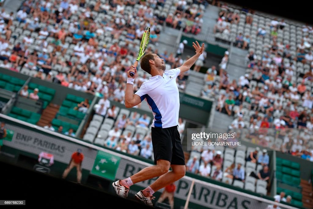 France's Richard Gasquet serves to Belgium's Arthur De Greef during their tennis match at the Roland Garros 2017 French Open on May 29, 2017 in Paris. / AFP PHOTO / Lionel BONAVENTURE
