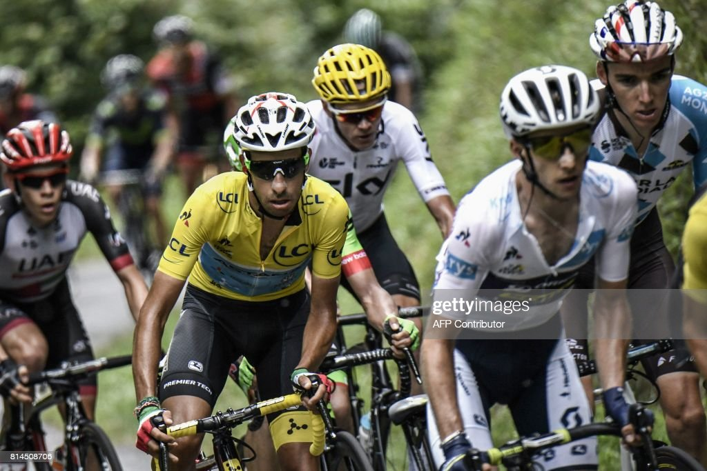 France's Romain Bardet, Great Britain's Simon Yates wearing the best young's white jersey, Great Britain's Christopher Froome, Italy's Fabio Aru wearing the overall leader's yellow jersey, and South Africa's Louis Meintjes ride in a breakaway during the 101 km thirteenth stage of the 104th edition of the Tour de France cycling race on July 14, 2017 between Saint-Girons and Foix. / AFP PHOTO / Jeff PACHOUD
