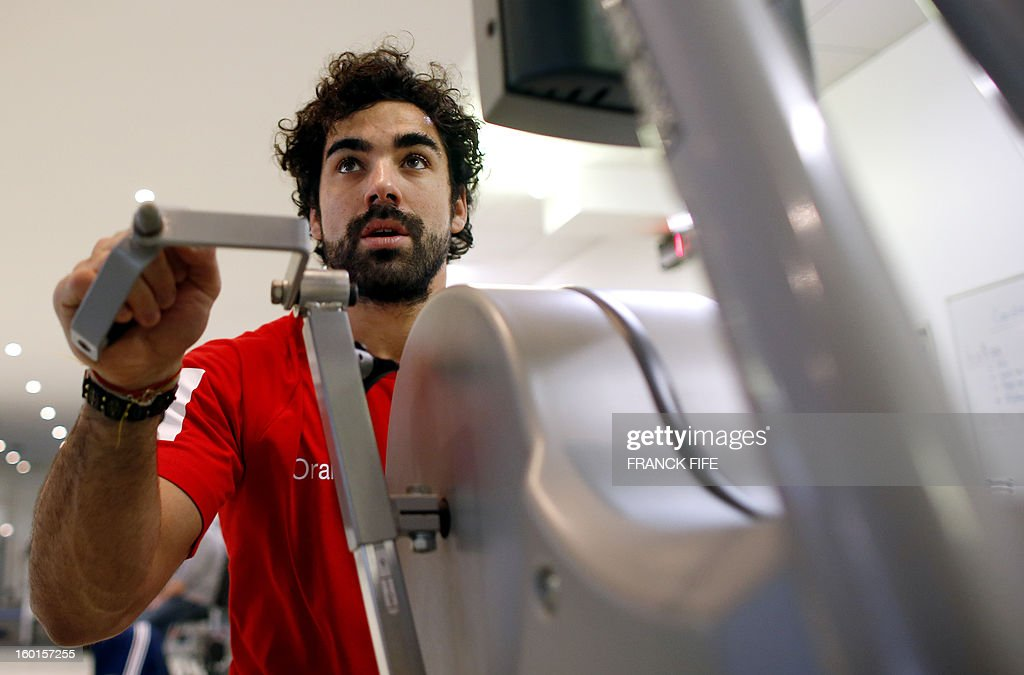 France's rugby union national team wing Yoann Huget takes part in an indoor training session, on January 27, 2013 in Marcoussis, south of Paris as part of the preparation of the Six Nations rugby tournament. France will play Italy in their 2013 six nations' rugby match on February 3, 2013.