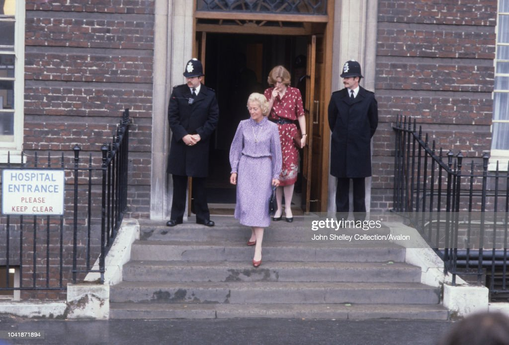 Frances Shand Kydd, mother of Princess Diana, and Lady Sarah McCorquodale, sister of Diana, leave St Mary's Hospital after visiting the newborn baby, Prince William Arthur Philip Louis,London, UK, 22nd June 1982 : News Photo