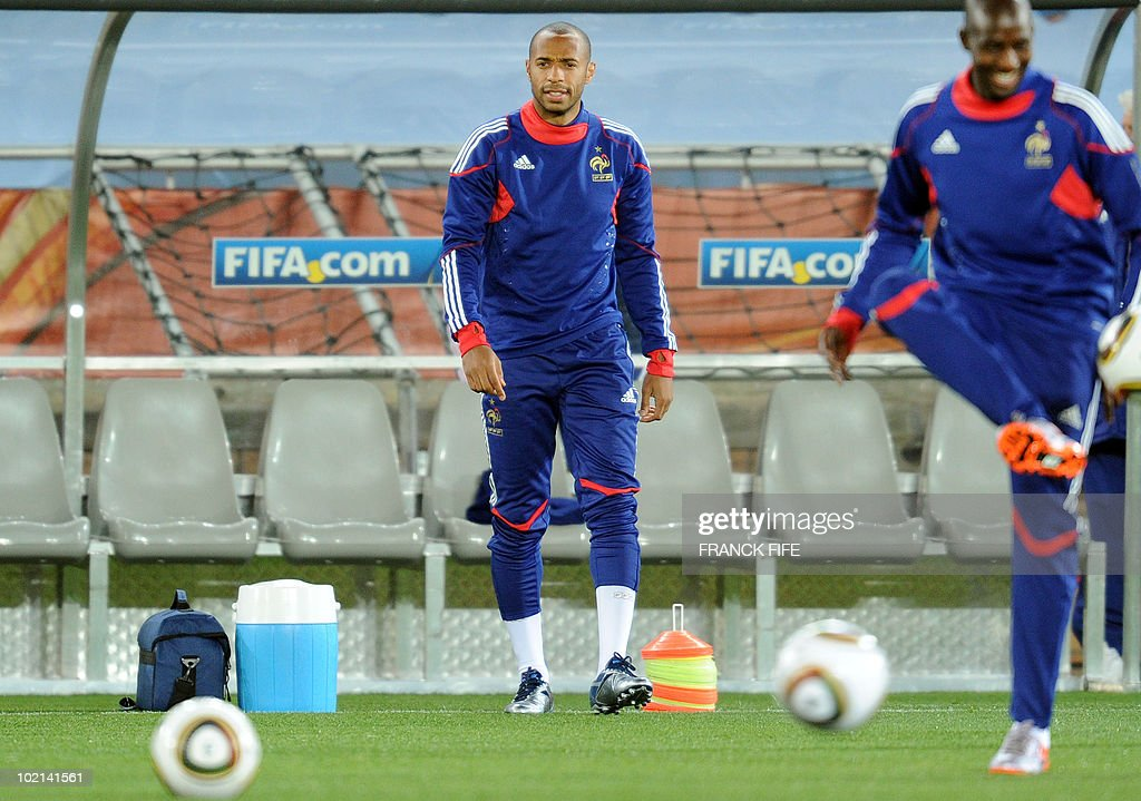 France's striker Thierry Henry (C) attends a training session at the Peter Mokaba stadium in Polokwane on June 16, 2010. France will play against Mexico in their second first-round match on June 17.