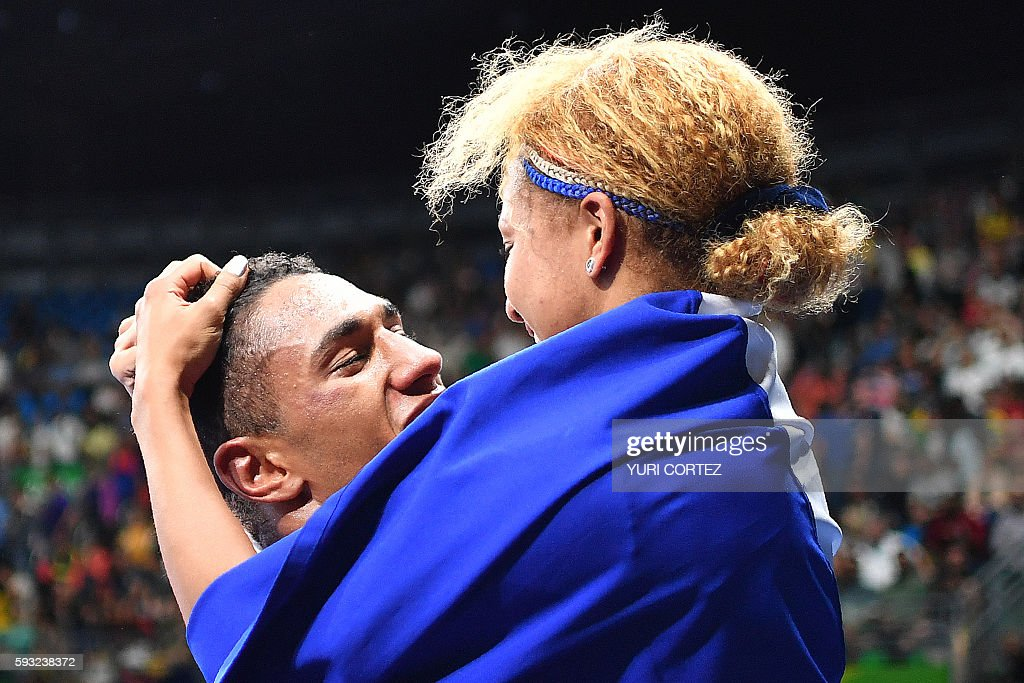 TOPSHOT - France's Tony Victor James Yoka (L) is congratulated by his wife French boxer and gold medalist Estelle Mossely after he won against Great Britain's Joe Joyce during the Men's Super Heavy (+91kg) Final Bout at the Rio 2016 Olympic Games at the Riocentro - Pavilion 6 in Rio de Janeiro on August 21, 2016. France's Tony Victor James Yoka won the match. / AFP / Yuri CORTEZ