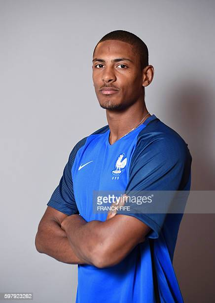 France's under 21 national football team forward Sebastien Haller poses on August 30 2016 in ClairefontaineenYvelines near Paris / AFP / FRANCK FIFE