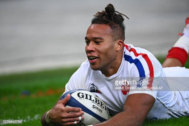 France's wing Teddy Thomas scores a try during the Autumn Nations Cup Group B international rugby union match between France and Italy, at the Stade...