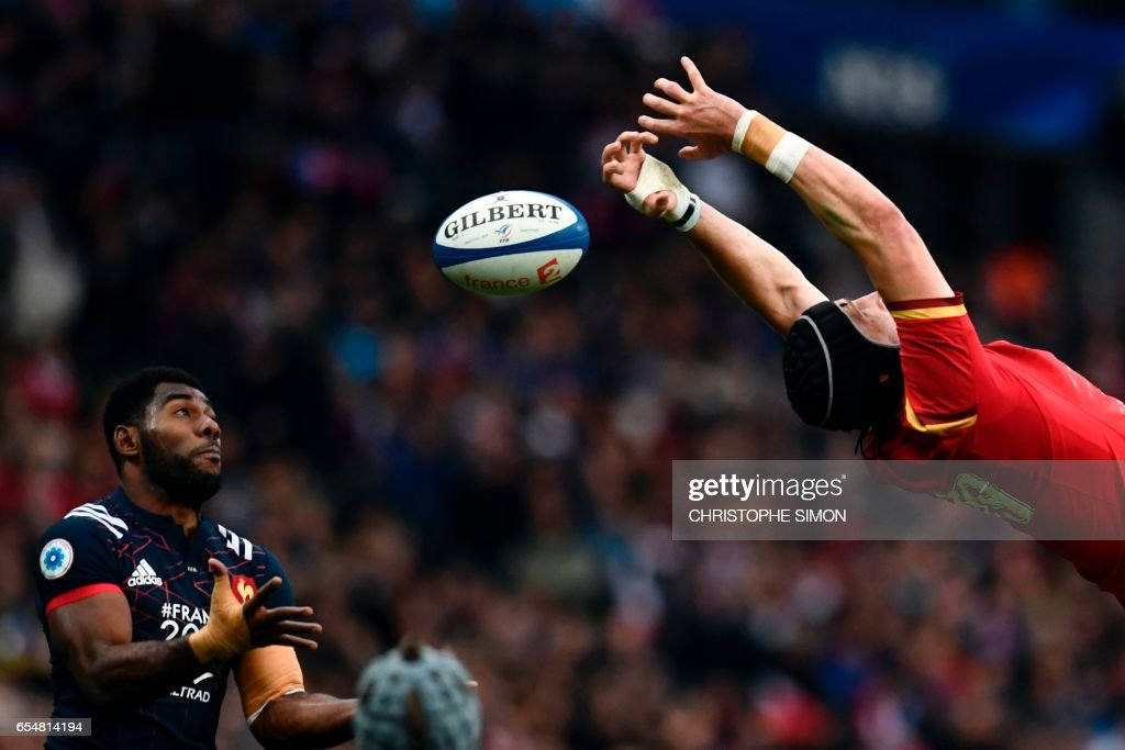 TOPSHOT - France's winger Noa Nakaitaci (L) tries to grab the ball despite Wales' Samson Lee during the Six Nations tournament Rugby Union match between France and Wales at the Stade de France in Saint-Denis, outside Paris, on March 18, 2017. /