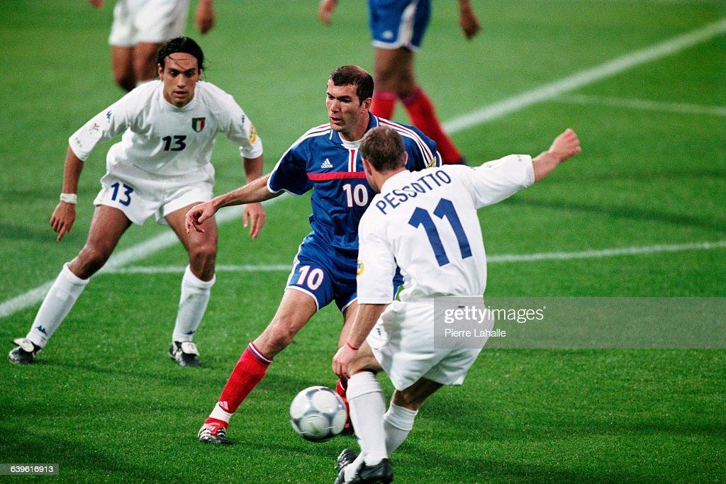 Soccer - Euro 2000 Final - France vs Italy : News Photo