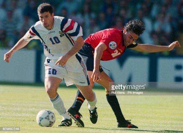 France's Zinedine Zidane goes past Spain's Luis Enrique during this evenings Euro '96 clash Elland Road Leeds Photo by Rui Vieira/PA