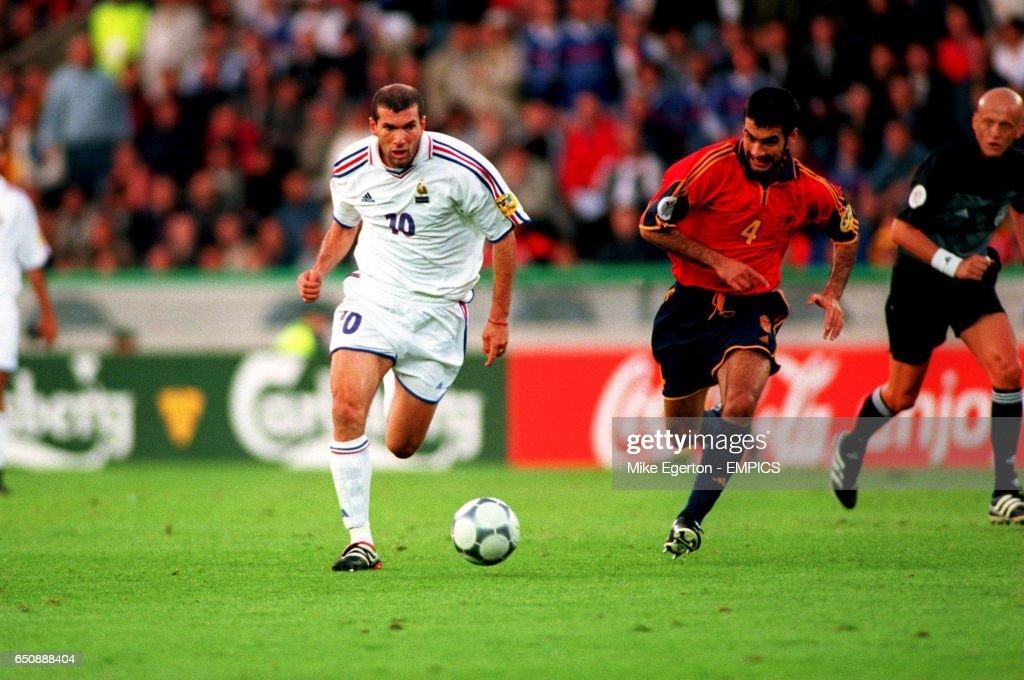Soccer - Euro 2000 - Quarter Final - Spain v France : News Photo
