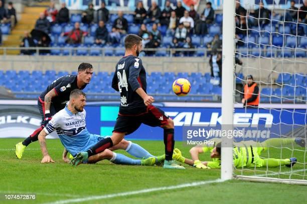 Francesco Acerbi of SS Lazio scores a second goal during the Serie A match between SS Lazio and Cagliari at Stadio Olimpico on December 22 2018 in...