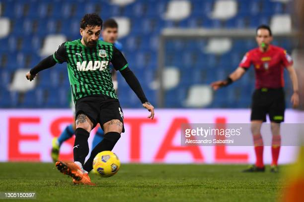 Francesco Caputo of Sassuolo scores their team's third goal from the penalty spot during the Serie A match between US Sassuolo and SSC Napoli at...