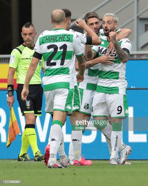 Francesco Caputo of US Sassuolo celebrates with his teammates after scoring the opening goal during the Serie A match between FC Internazionale and...