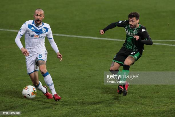 Francesco Caputo of US Sassuolo scores the opening goal during the Serie A match between US Sassuolo and Brescia Calcio at Mapei Stadium Citta del...