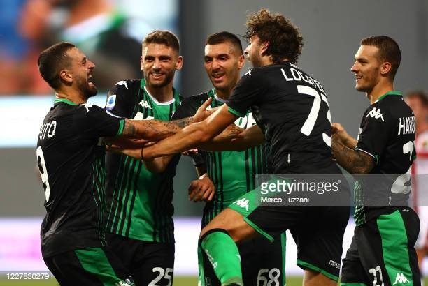 Francesco Caputo of US Sassuolo with his team-mates during the Serie A match between US Sassuolo and Genoa CFC at Mapei Stadium - Citta del Tricolore...
