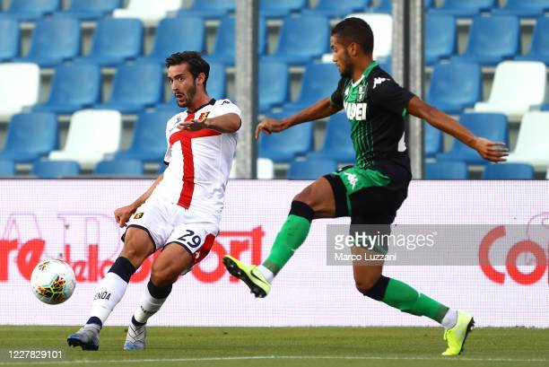 Francesco Cassata of Genoa CFC is challenged by Jeremy Toljan of US Sassuolo during the Serie A match between US Sassuolo and Genoa CFC at Mapei...