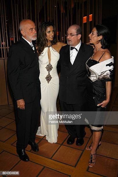 Francesco Clemente Padma Lakshmi Salman Rushdie and Alba Clemente attend Vanity Fair Oscar Party at Morton's Restaurant on March 5 2006