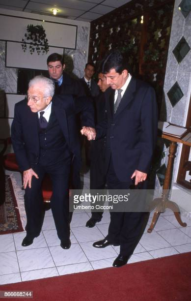 Francesco Cossiga and Tarak Ben Ammar at the funeral chamber of the military hospital in Tunis when Bettino Craxi died in 2000