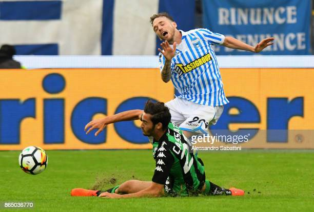 Francesco Dassisi Cassata of US Sassuolo competes for the ball whit Manuel Lazzari of Spal during the Serie A match betweenSpal and US Sassuolo at...