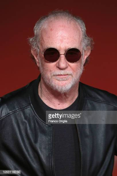 Francesco De Gregori walks the red carpet ahead of the Vero Dal Vivo Francesco De Gregori screening during the 13th Rome Film Fest at Auditorium...