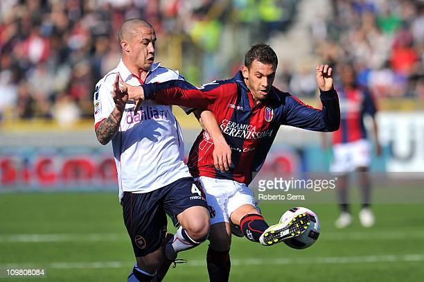 Francesco Della Rocca of Bologna competes with Radja Nainggolan of Cagliari during the Serie A match between Bologna FC and Cagliari Calcio at Stadio...