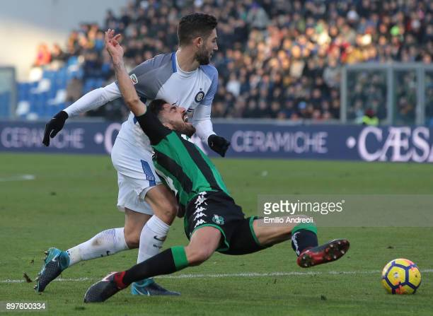 Francesco Magnanelli of US Sassuolo Calcio competes for the ball with Roberto Gagliardini of FC Internazionale Milano during the serie A match...