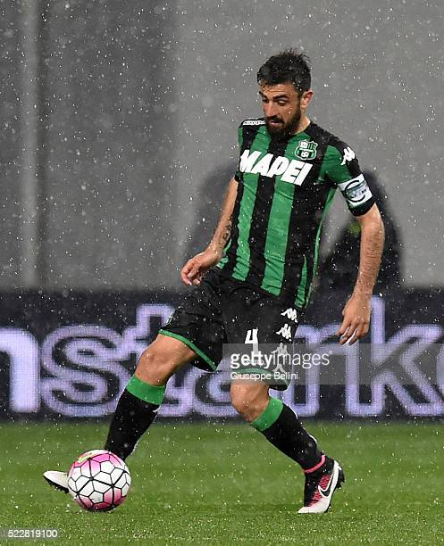 Francesco Magnanelli of US Sassuolo Calcio in action during the Serie A match between US Sassuolo Calcio and Genoa CFC at Mapei Stadium Citta del...