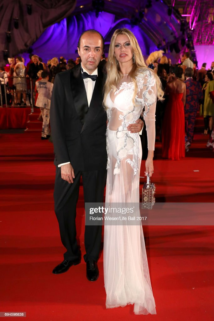 Francesco Scognamiglio and Susan Holmes McKagan arrive for the Life Ball 2017 at City Hall on June 10, 2017 in Vienna, Austria.