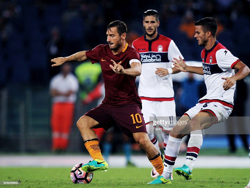Francesco Totti of AS Roma in action during the Serie A match between AS Roma and FC Crotone at Stadio Olimpico on September 21, 2016 in Rome, Italy.