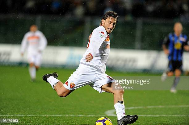 Francesco Totti of Roma in action during the Serie A match between Atalanta and Roma at Stadio Atleti Azzurri d'Italia on November 29, 2009 in...