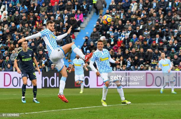 Francesco Vicari of Spal scores the own goal 01 during the serie A match between Spal and FC Internazionale at Stadio Paolo Mazza on January 28 2018...