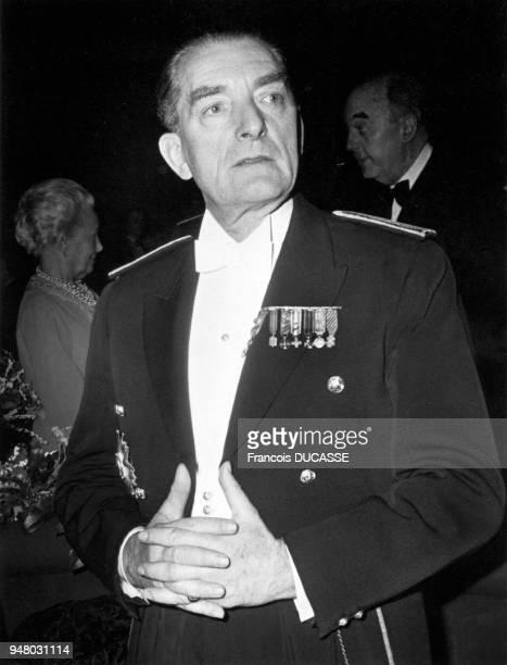 Franch general he is so DE GAULLE's soninlaw Général d'armée il est également le gendre de DE GAULLE