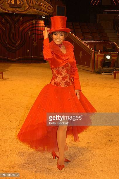 Francine Jordi als ZirkusDirektor ARDBenefizZirkusGala Stars in der Manege München Deutschland PNr 1465/2005 Circus Krone Manege Auftritt Zylinder...