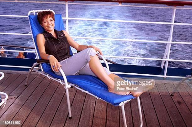 Francine Jordi MS Astor MittelmeerKreuzfahrt Deck Meer Liege ausruhen