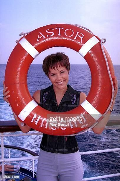 Francine Jordi MS Astor MittelmeerKreuzfahrt Decksrundgang Meer Rettungsring
