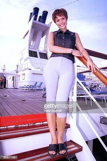 Francine Jordi MS Astor MittelmeerKreuzfahrt Decksrundgang Meer