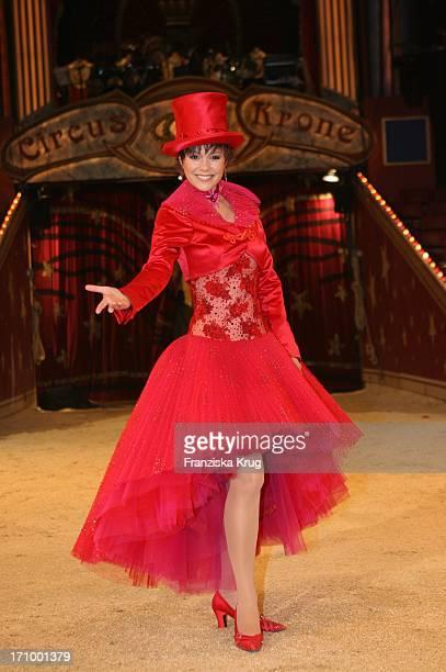 Francine Jordi Bei Einem Fototermin Zu Stars In Der Manege Im Circus Krone In München