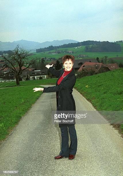 Francine Jordi Homestory Berner Oberland Schweiz Elternhaus Kulisse Panorama