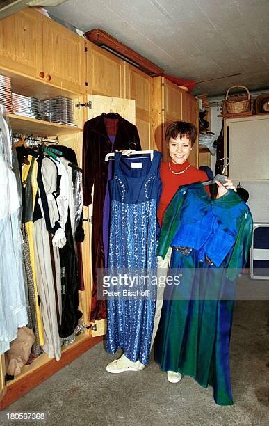 Francine Jordi Homestory Berner Oberland Schweiz Garderobe Kleider Kleiderschrank KostÓme