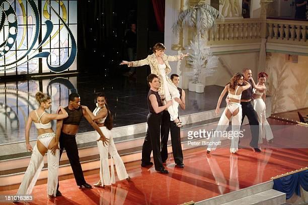 Francine Jordi MDRFernsehballett MDRMusikshow 10 Jahre Zauberhafte Heimat Zwickau Konzerthaus Neue Welt Bühne Auftritt Sängerin Tänzer Tänzerin sexy...