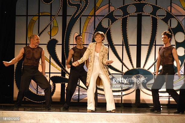 Francine Jordi MDRFernsehballett MDRMusikshow 10 Jahre Zauberhafte Heimat Zwickau Konzerthaus Neue Welt Bühne Auftritt Sängerin Tänzer sexy Promis...
