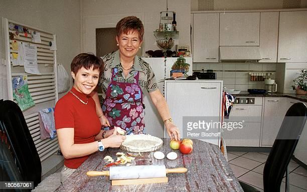 Francine Jordi Mutter Margrit Jordi Homestory Berner Oberland Schweiz KÓche Backen Nudelholz Apfel pfel Kochen Apfelkuchen lecker