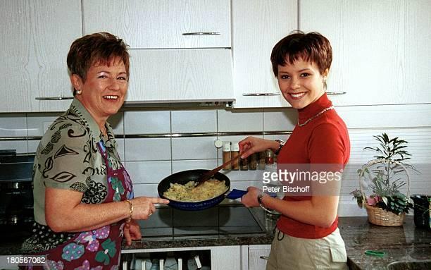 Francine Jordi Mutter Margrit Jordi Homestory Berner Oberland Schweiz KÓche Backen Eierspeise Kochen Pfanne lecker