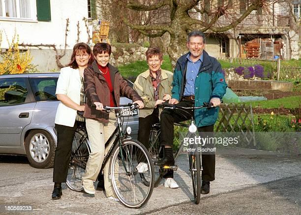 Francine Jordi Nicole Jordi Mutter Margrit Jordi Vater Franz Jordi Homestory Berner Oberland Schweiz Lamm Bauernhof Schafe Fahrrad Fahrr›derSchafe...