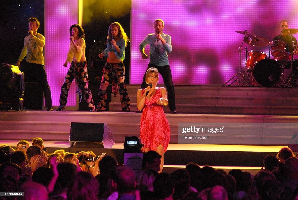 """Francine Jordi, ORF-Musikshow """"Starnacht am Wörthersee"""", Pörtsch : News Photo"""