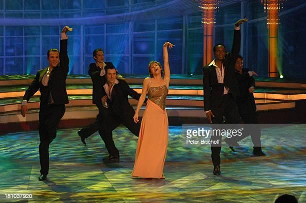Francine Jordi Tänzer des NdF ZDFMusikShow Willkommen bei C a r m e n N e b e l Offenburg Ortenauhalle Bühne Tänzer Auftritt Promis Prominenter...