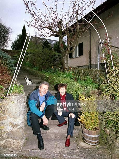 Francine Jordi Vater Franz Jordi Homestory Berner Oberland Schweiz Garten Blumen Pflanzen Katze