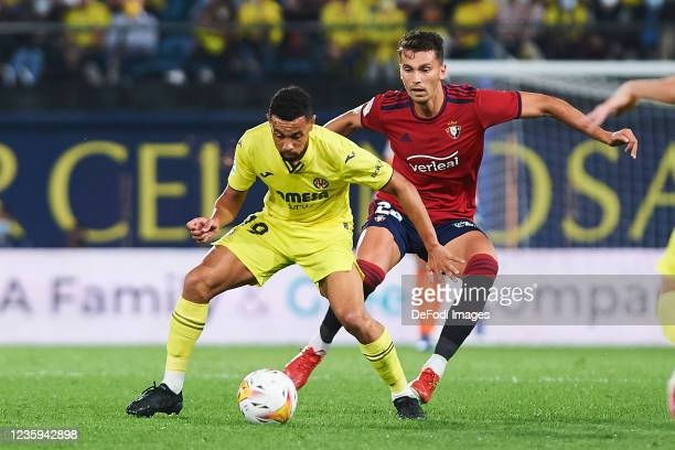 Francis Coquelin of Villarreal CF and Lucas Torro of CA Osasuna battle for the ball during the La Liga Santander match between Villarreal CF and CA...