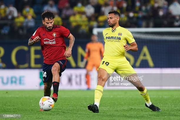 Francis Coquelin of Villarreal CF and Ruben Garcia of CA Osasuna battle for the ball during the La Liga Santander match between Villarreal CF and CA...