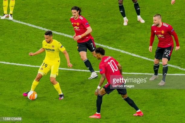 Francis Coquelin of Villarreal CF, Edinson Cavani of Manchester United and Marcus Rashford of Manchester United battle for the ball during the UEFA...