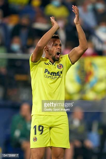 Francis Coquelin of Villarreal CF reacts during the La Liga Santander match between Villarreal CF and CA Osasuna at Estadio de la Ceramica on October...
